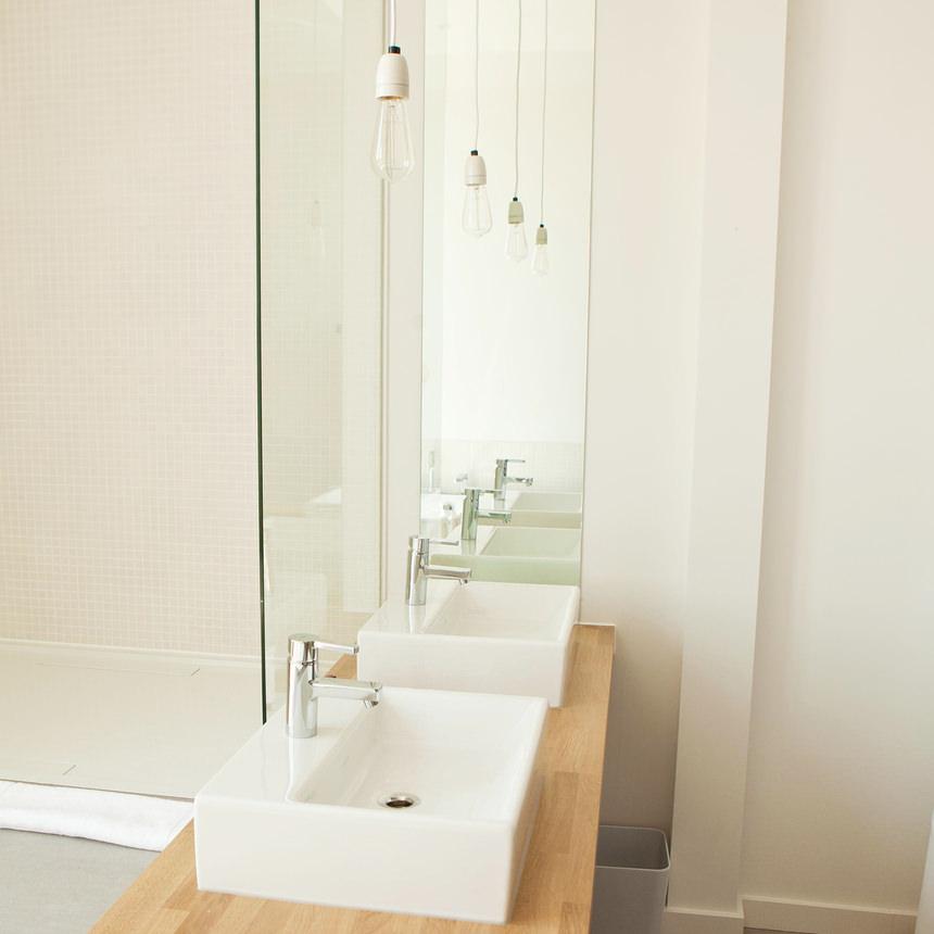 Proyectos que nos inspiran dise o minimalista en el ba o - Proyectos de banos ...