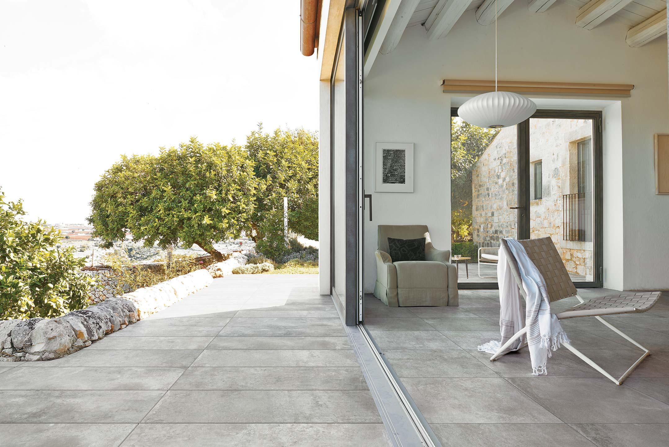 La elegancia de un material que imita a la piedra natural - Baldosas de madera para jardin ...