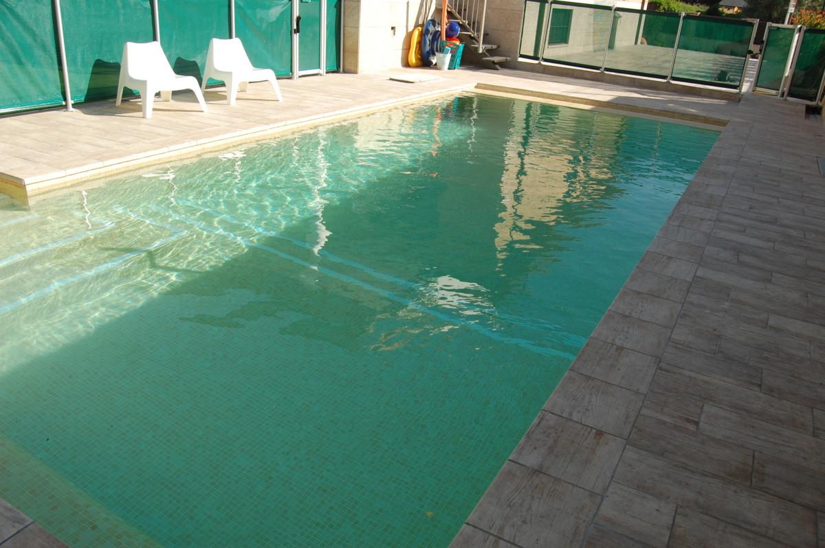 Piscina en guadarrama azulejos pe a for Piscina guadarrama