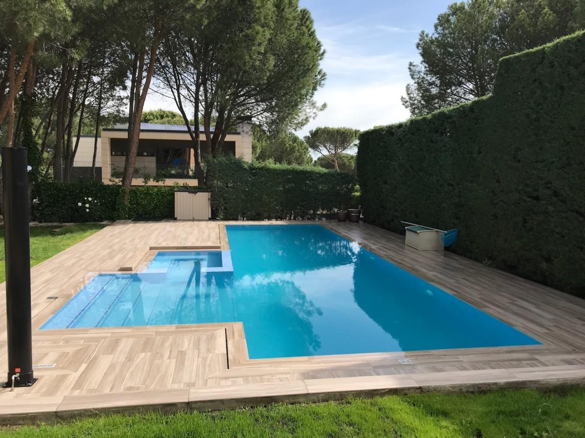 Piscina desbordante sin rejilla azulejos pe a for Rejilla piscina