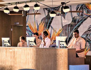 lobby decoración azulejos
