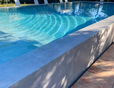 piscina de azulejos
