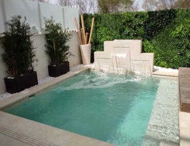 piscina hecha con baldosa porcelánica Mistery White